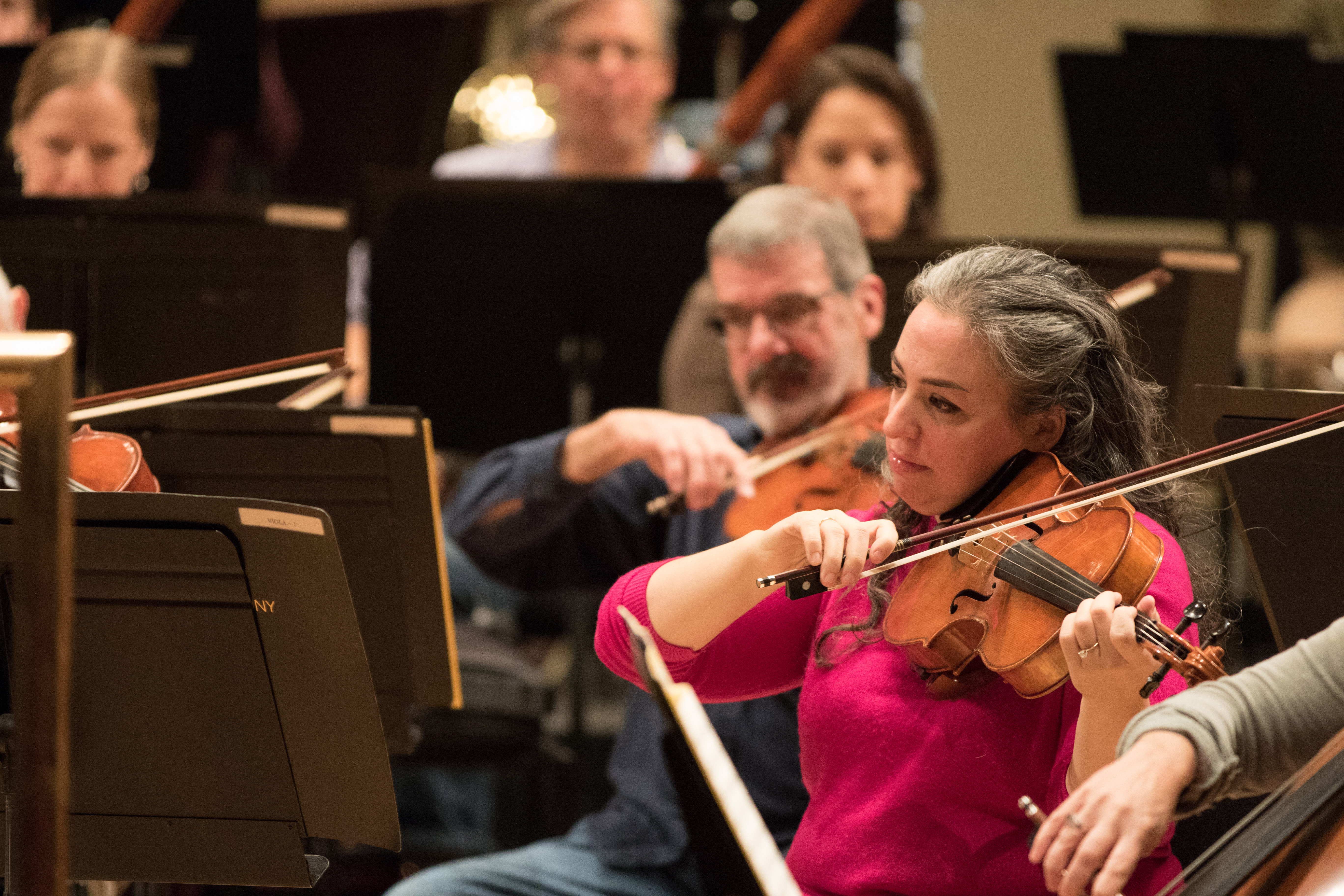 Beth Guterman Chu rehearsing with the orchestra. Photo by Dilip Vishwanat.